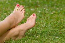 Причины появления красных пятен на ногах и ступнях