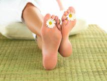 Лечение мазями и кремами трещин на пятках ног