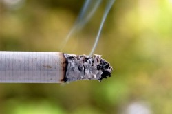 Сигаретный дым - причина насморка и заложенности носа