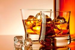 Злоупотребление алкоголем - одна из причин заложенности носа