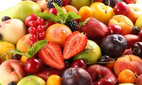 Нелишним будет и поддержать иммунную систему путем приема витаминов в любом виде: в качестве препаратов или же натуральных фруктов и овощей. Именно иммунитет регулирует восприимчивость организма к множеству заболеваний и позволяет с ними бороться