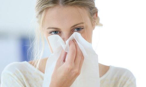 Простуды и различные инфекционные заболевания являются причиной активизации вируса герпеса