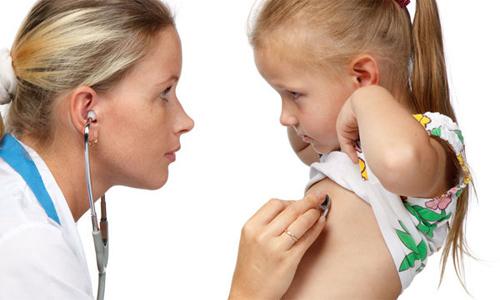 Перед тем как назначить лечение, детей тщательно обследуют